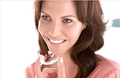 Пример отбеливания зубов при помощи капы