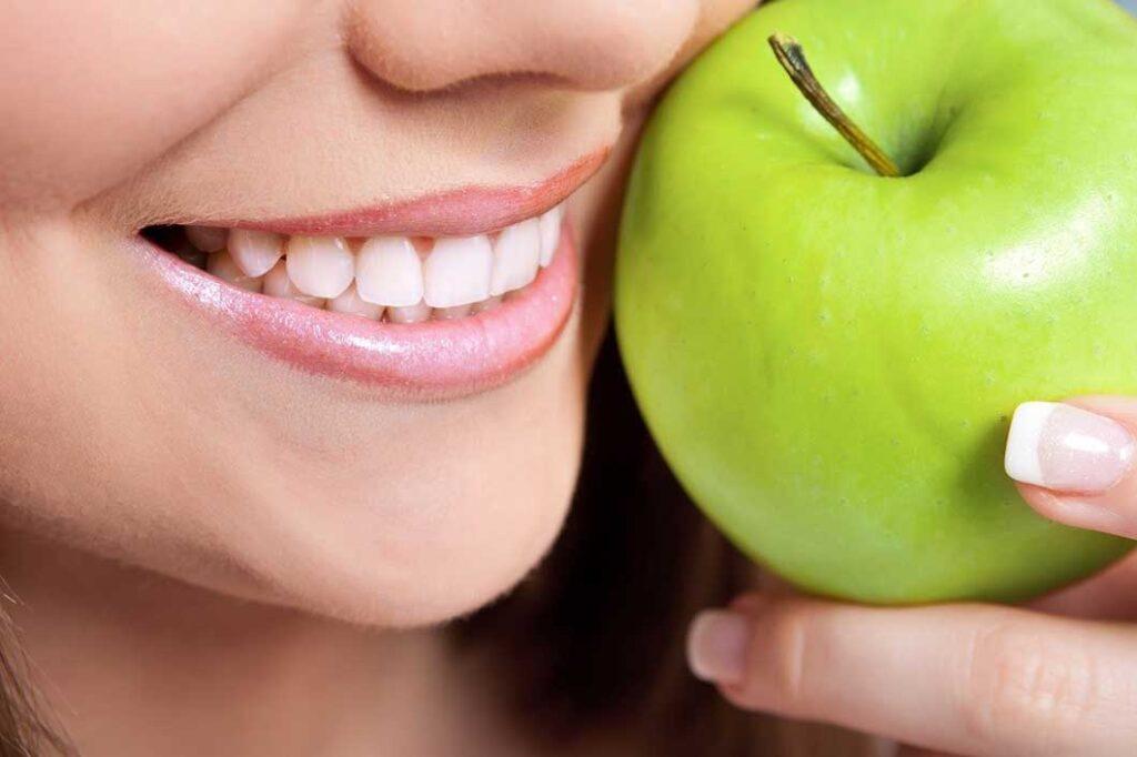 Почему твердая еда полезна для зубов